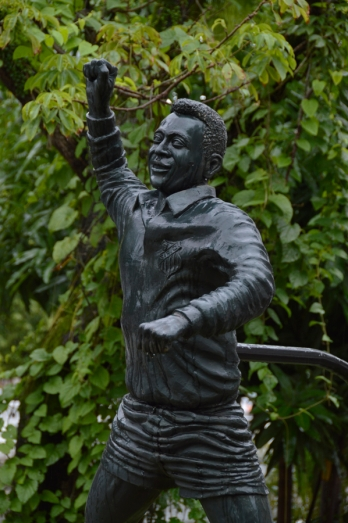 Renato Weil 2016 .Santos-SP.Estatua de Pele no canal 5