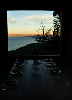 Renato Weil/A Casa Nômade- 2017.EL Bariloche-AR. Refungio Berghof. lua cheia com vista da cidade