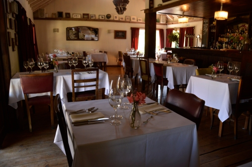 Renato Weil/A Casa Nômade- 2017.Villa La Angostura-AR. Circuito sete lagos.Restaurante Tinto