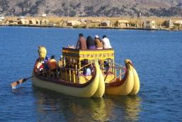 Foto Renato Weil. 2011.Peru.Puno,urus,lago titicaca
